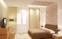 сочетание обоев двух цветов в спальне фото