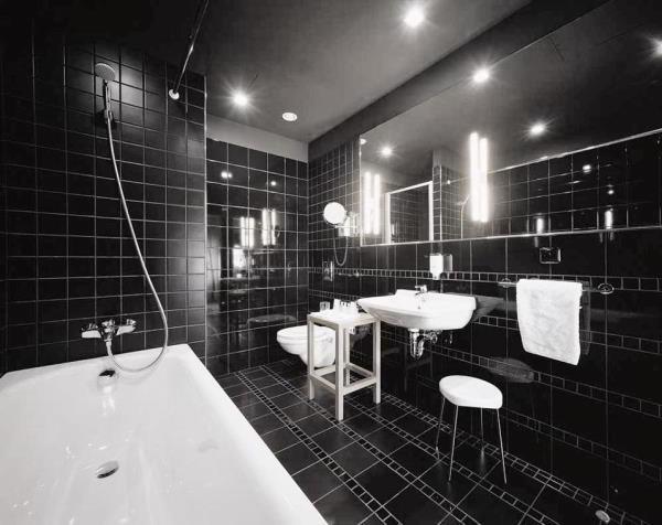 черно белый интерьер ванной комнаты фото 13