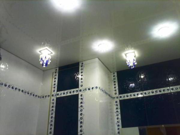 потолочные светильники для ванной комнаты фото 3