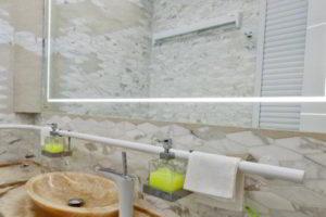 зеркало в ванную комнату с подсветкой фото 28