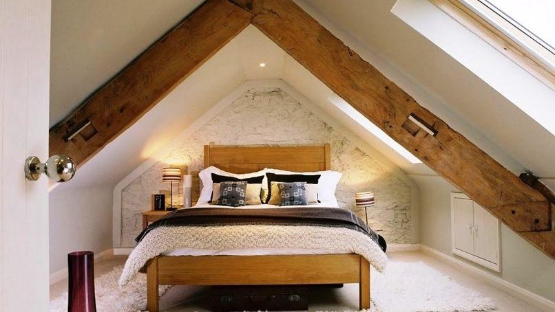 спальня на мансарде в стиле лофт