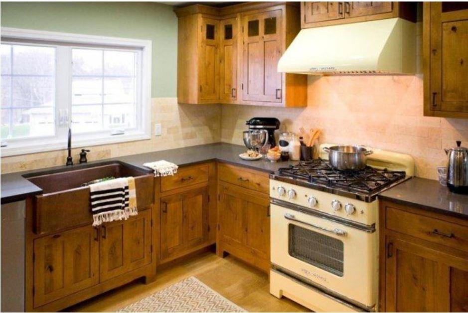 маленькая кухня в стиле кантри в хрущевке