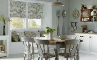 оформление окна на кухне в современном стиле