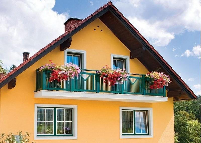 Открытый балкон в частном доме